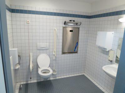 Aménager une salle de bains pour personne handicapée : mode d'emploi